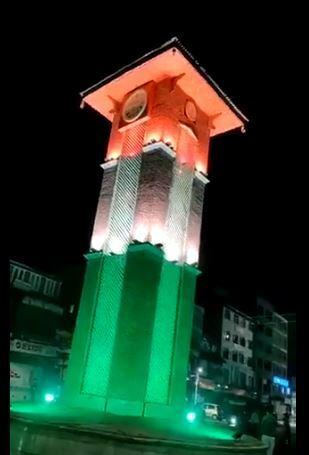 স্বাধীনতা দিবসের প্রাক্কালে কাশ্মীরের বিখ্যাত লালচক সেজে উঠল তেরঙার রঙে