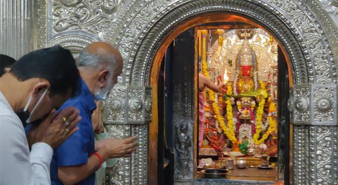 ಚಿತ್ರಗಳು; ಶ್ರಾವಣ ಸೋಮವಾರ, ದೇವರಿಗೆ ನಮಿಸಿದ ರಾಜಕಾರಣಿಗಳು