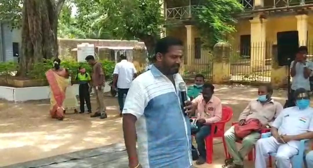 ஆதரவற்ற குழந்தைகள் முகத்தில் கடவுளை கண்ட.. 'பல குரல் மன்னன்' நடிகர் ரோபோ சங்கர்!