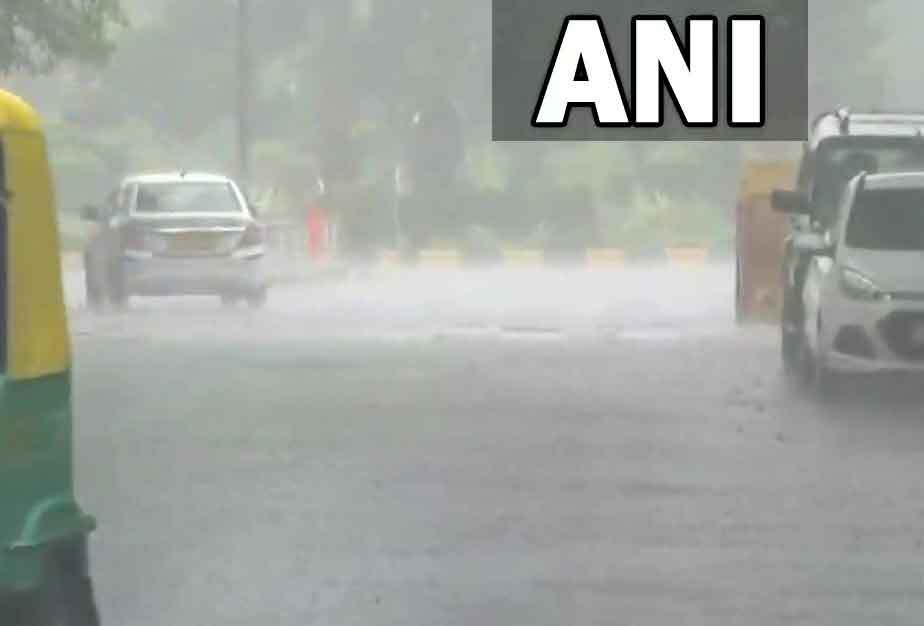 दिल्लीवासियों को मिली उमस से राहत, कुछ इलाकों में हुई बारिश