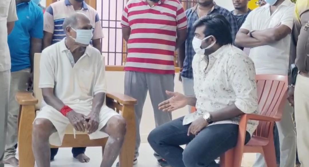 தலைவரே அந்த கோரிக்கை?...முதலமைச்சர் ரங்கசாமியுடன் விஜய் சேதுபதி!....இணையத்தில் செம வைரல்!