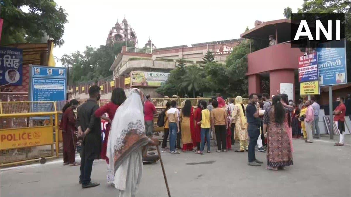दिल्ली से यूपी तक जन्माष्टमी के मौके पर इस्कॉन मंदिर में दिखा कुछ ऐसा नजारा