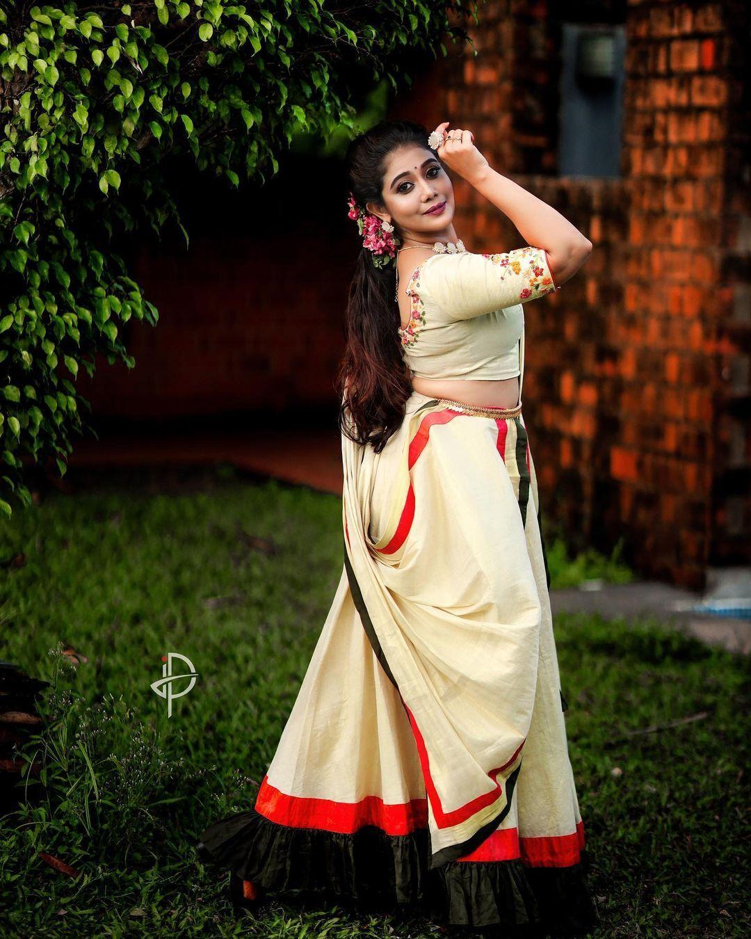 'പ്യൂർലി ട്രഡീഷ്ണൽ'; അതീവ സുന്ദരിയായി നടി രചന നാരായണൻകുട്ടി