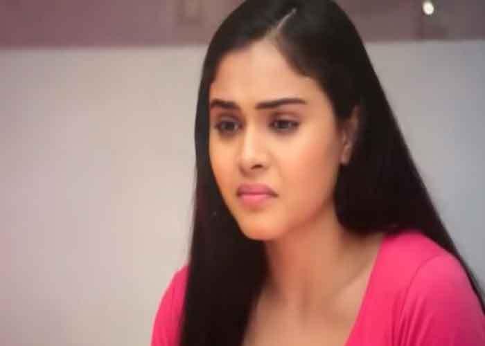 Anupama Spoiler Alert! तोषो पर गुस्से से लाल हुई किंजल, घर छोड़कर जाने से कर देगी मना