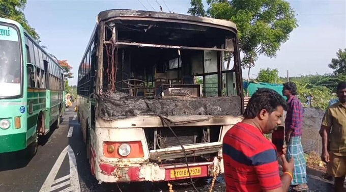 Bus Caught Fire In Middle Of Road In Tamil Nadu