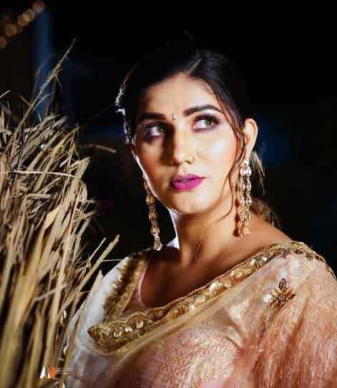 सपना चौधरी के इस Desi Look से  नजरें नहीं हटा पा रहे हैं फैंस