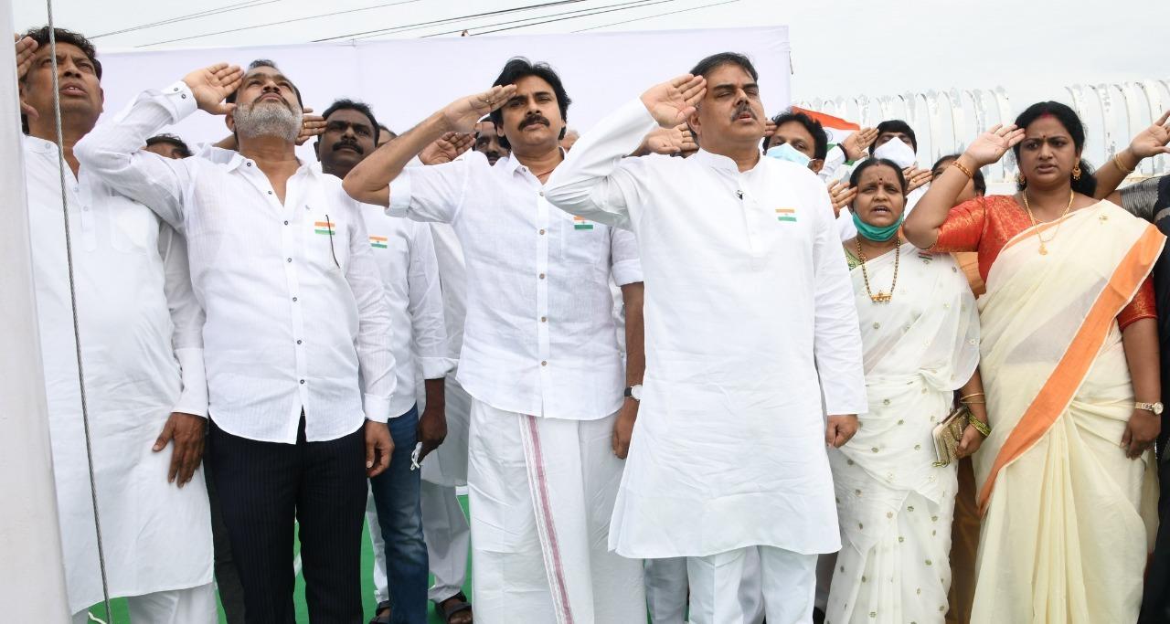 Independence day 2021:తెలుగు రాష్ట్రాల్లో స్వాతంత్య్ర దినోత్సవ వేడుకలు (ఫోటోలు)