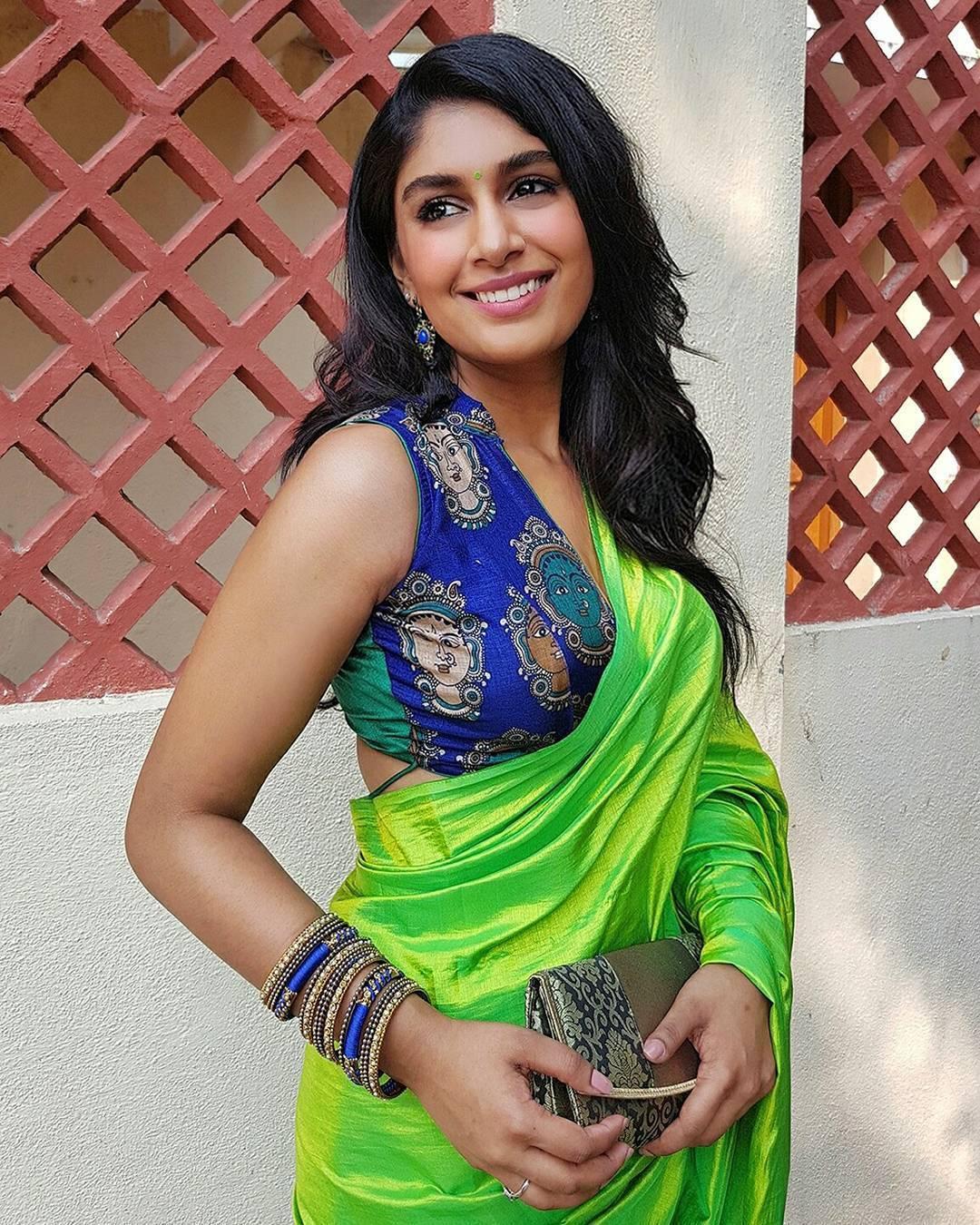 కీరా నారాయణన్ : IPL యాంకర్ హాట్ ఫోటోలు