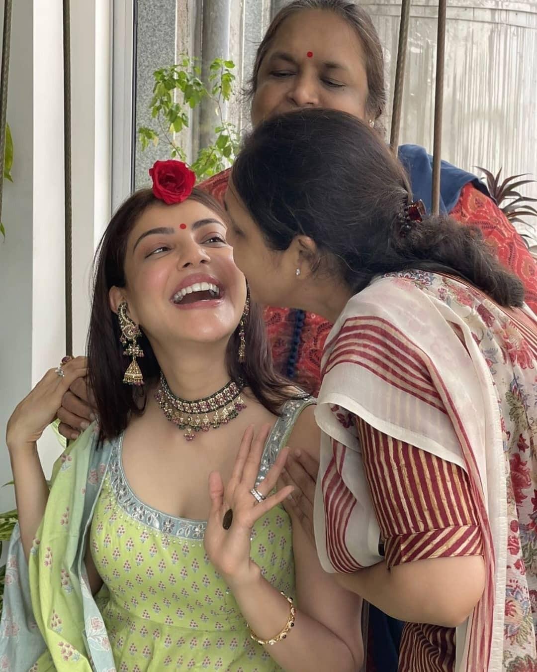 Kajal Agarwal:పర్పుల్ టాప్తో సరిపెట్టేసిన మిత్రవిందా.. పెళ్లయ్యాక కూడా..!!