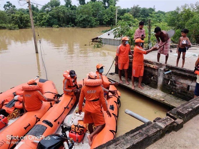 NDRF Distribute Relief Material To The Needy People In West Medinipur