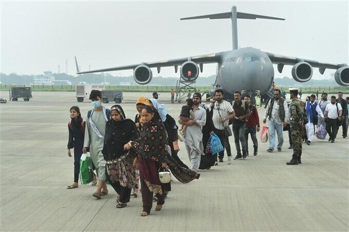 আফগানিস্তান থেকে ঘরে ফেরা মানুষের কিছু ছবি একনজরে