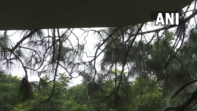 Photos: ರಾಷ್ಟ್ರ ರಾಜಧಾನಿಯಲ್ಲಿ ಧಾರಾಕಾರ ಮಳೆ ಸೃಷ್ಟಿಸಿದ ಅವಾಂತರಗಳ ಫೋಟೋಗಳು