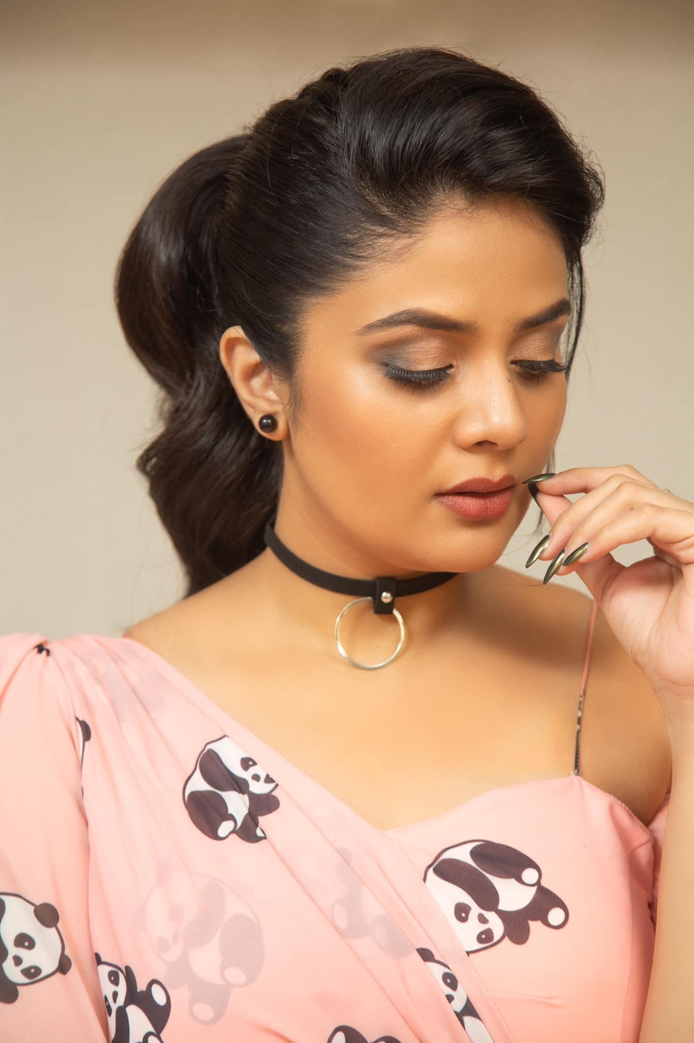 Srimukhi:ట్రెండీవేర్లో కెవ్వు కేక