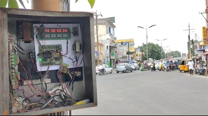 Traffic Police Use Modern Machine For Controlling Traffic Signals In Kovai