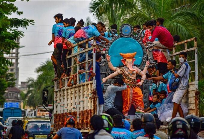 দেশজুড়ে চলছে গণেশ চতুর্থী পালন, রইল উৎসবের মুহূর্তের ছবি