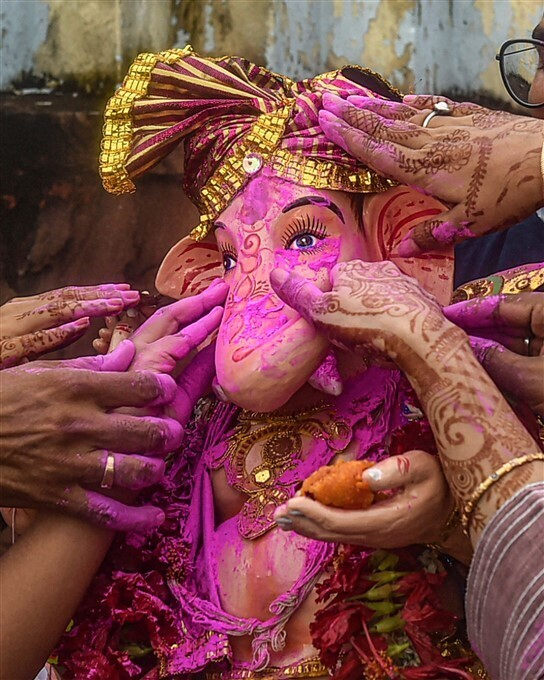 బైబై గణేషా: దేశవ్యాప్తంగా వినాయకుడి ప్రతిమల నిమజ్జనం(ఫోటోలు)