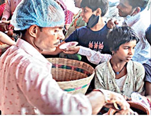 வேற லெவல் சார் நீங்க!....பானிபூரியை இலவசமாக வழங்கிய வியாபாரி!....பெண் குழந்தை பிறந்ததால் கொண்டாட்டம்!