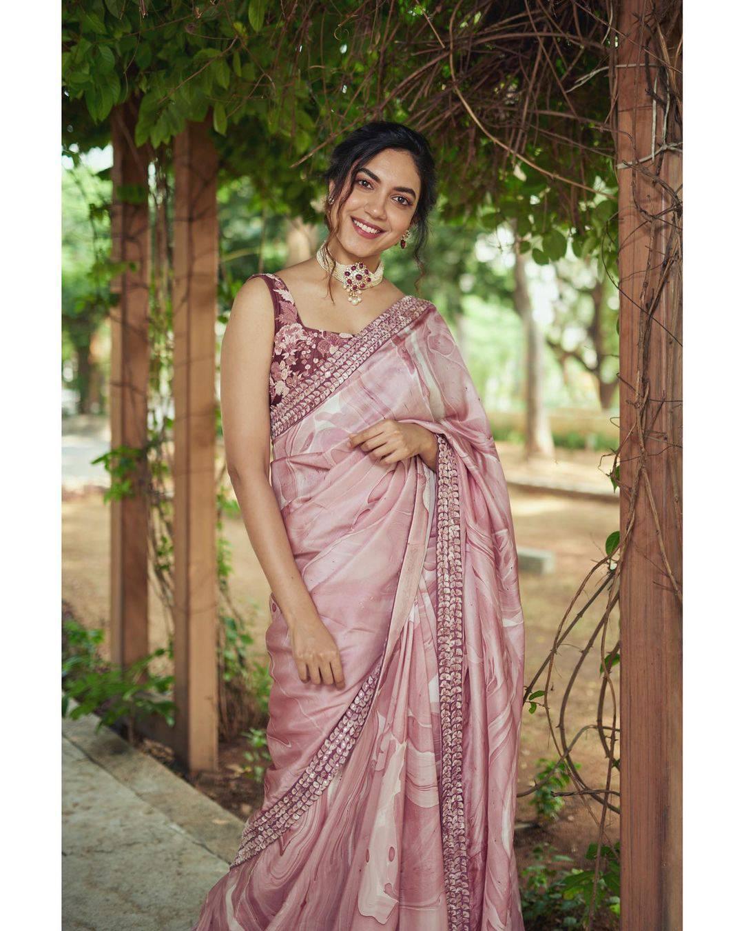 Ritu Varma: క్యారెక్టర్ ఆర్టిస్ట్ నుంచి హీరోయిన్ గా మారిన టాలెంటెడ్ యాక్ట్రెస్ హోమ్లి బ్యూటీ రీతూ(ఫొటోస్ )