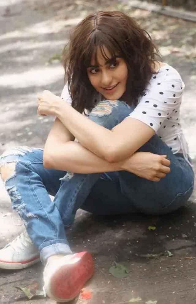 अदा शर्मा की इस Cute सी Smile पर जान छिड़कते हैं फैंस