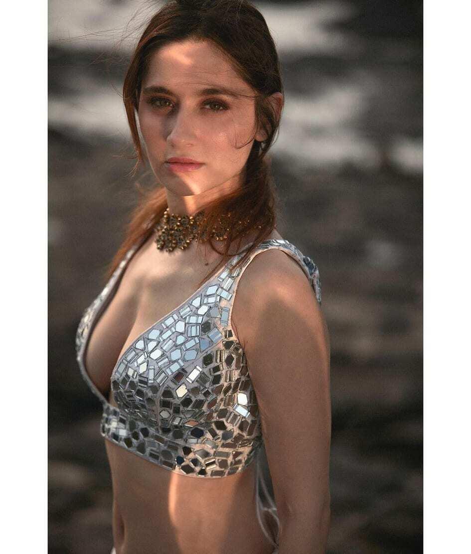 पति से अलग होने के बाद और भी Hot हो गई हैं Sanjeeda Shaikh, यहां देखें तस्वीरें