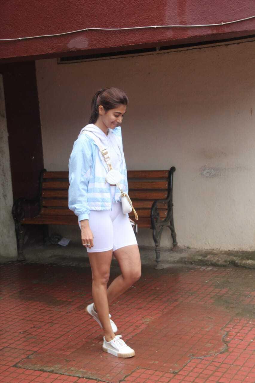 बचपन की बेहद शर्मीली लड़की अब बन गई हैं बॉलीवुड की Hotest एक्ट्रेस पूजा हेगड़े