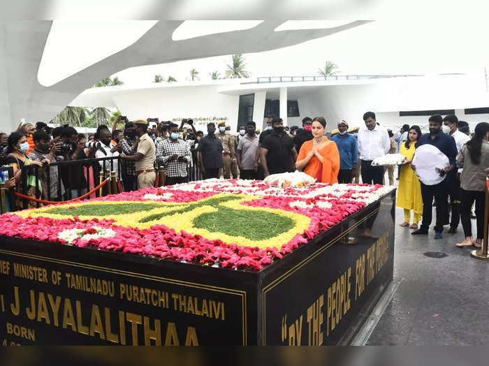 Kangana Ranaut:తమిళనాడు మాజీ సీఎం జయలలిత సమాధి వద్ద నివాళులు(వైరల్)