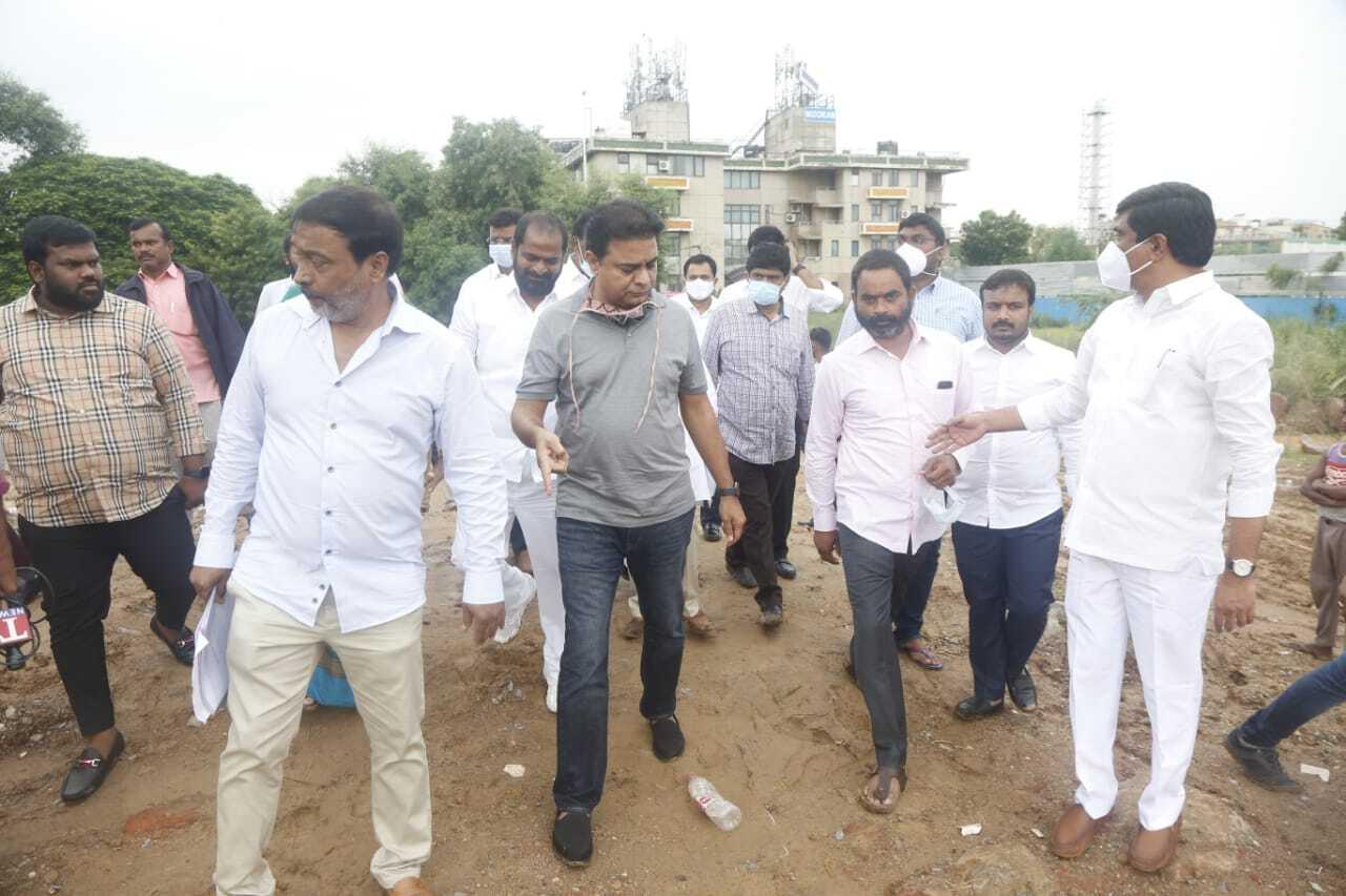 ఢిల్లీలో టీఆర్ఎస్ పార్టీ జాతీయ కార్యాలయం: తెలంగాణ భవన్ నిర్మించే స్థలాన్ని పరిశీలించిన కేటీఆర్(ఫోటోలు)