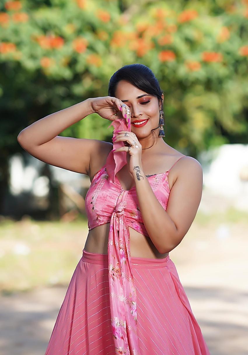 Anasuya Bharadwaj :చీరలో కూడా గ్లామర్ తో పిచ్చెక్కిస్తున్న యాంకర్ అనసూయ.. బ్యూటీఫుల్ ఫొటోస్
