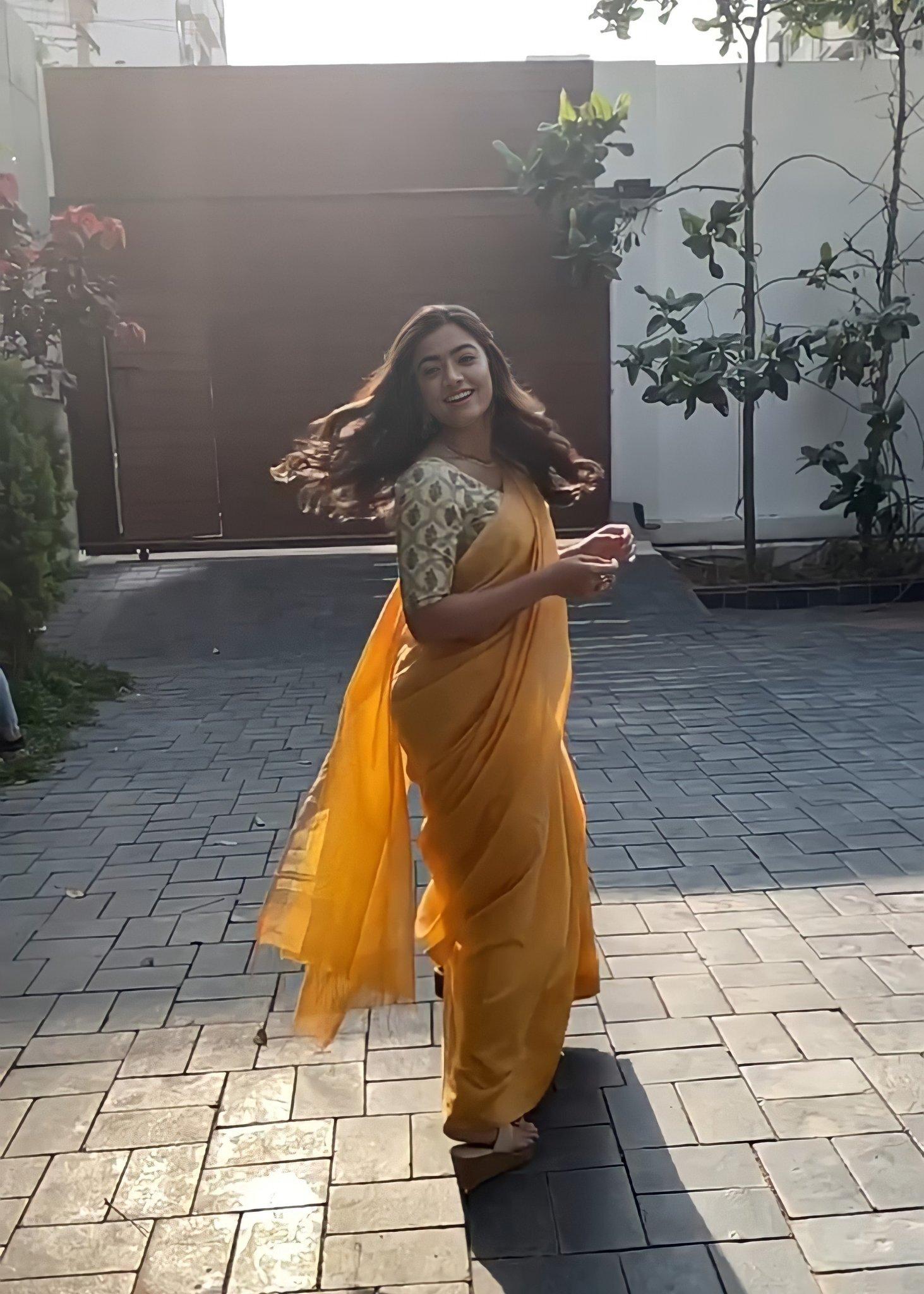 Rashmika Mandanna:హాట్ ఫోటోషూట్ తో రెచ్చిపోయిన రష్మిక,, ఈ అందం అదరహో (ఫొటోస్)