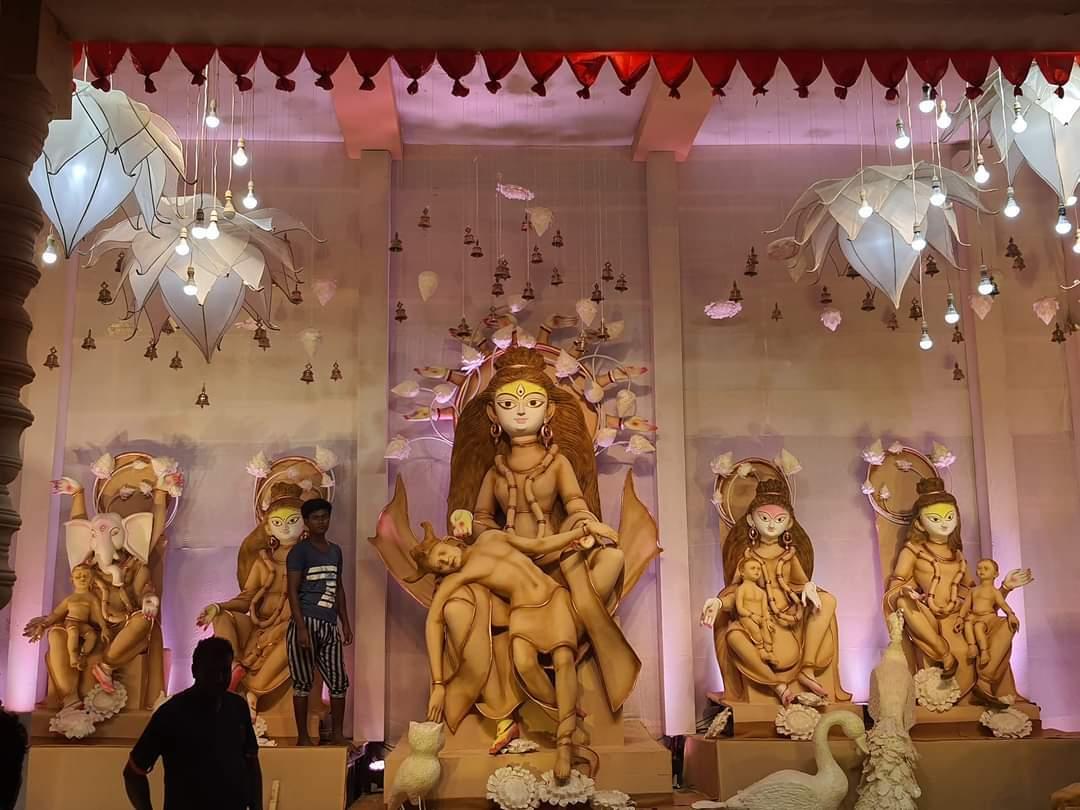ত্রিধারা সম্মিলনীর দুর্গা প্রতিমা থেকে প্যান্ডেল একনজরে