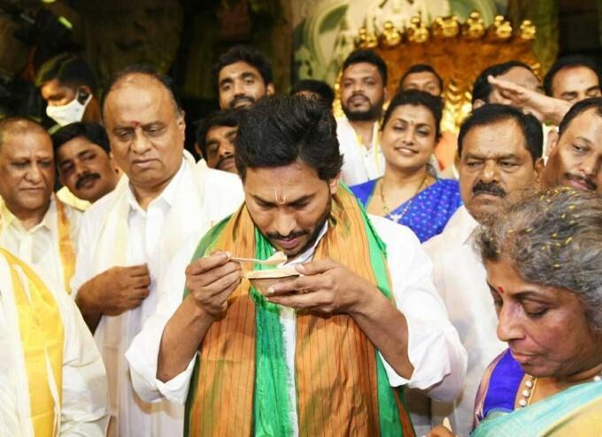 AP CM Jagan Visits Tirumala Temple And Offers Pattu Vasthra To Lord Balaji